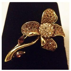 Jewelry - Vintage Flower brooch pin